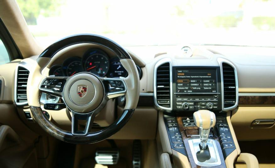 PORSCHE CAYENNE GTS | AED 2,429/MONTH